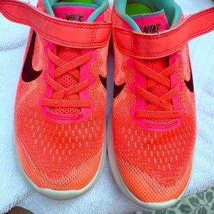 Girls Nike's tennis size 2 Coral